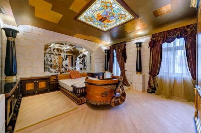 Mewah seperti Raja Mesir, Apartemen di Rusia Ini Dibagun Layaknya Istana Firaun (189712)
