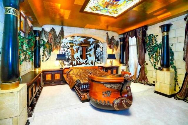 Mewah seperti Raja Mesir, Apartemen di Rusia Ini Dibagun Layaknya Istana Firaun (189713)