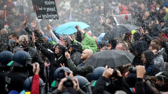 Demo Anti-Lockdown di Jerman Ricuh, 150 Orang Ditangkap Polisi (126325)