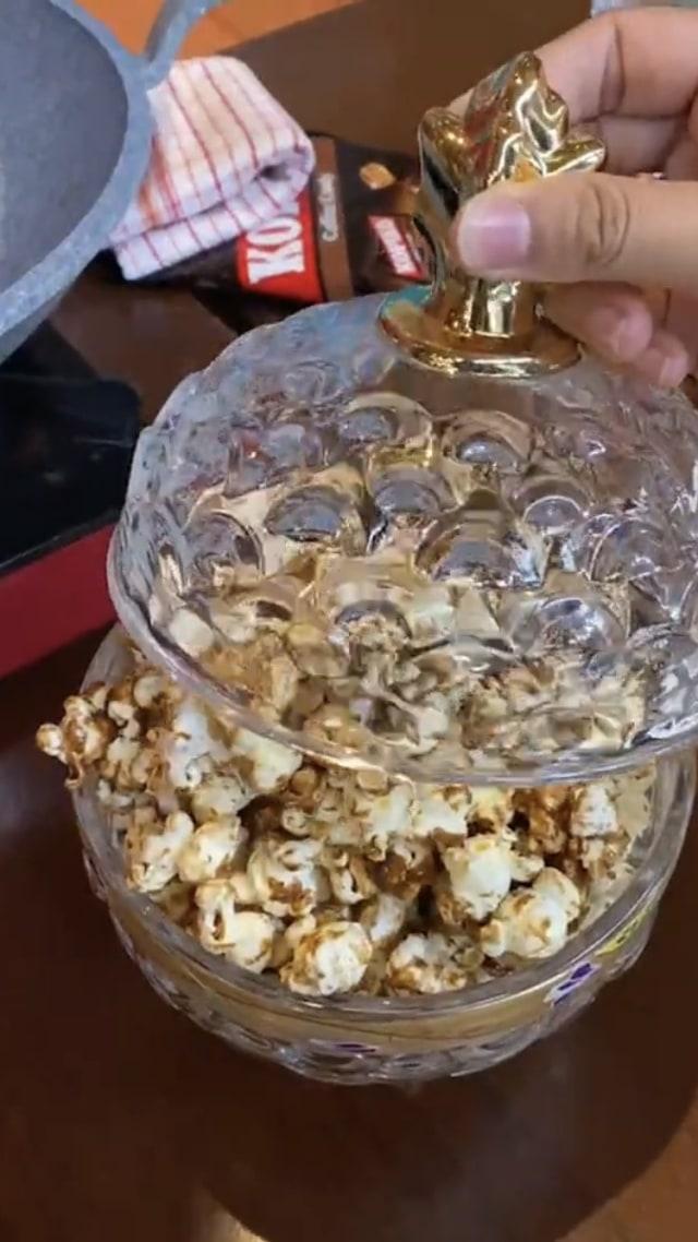 Popcorn Sultan Bikinan Chef Arnold Ditawar Rp 50 Juta oleh Hotman Paris  (116166)
