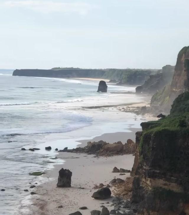 Viral Batu Cincin Ikonik Pantai Mbwana Sumba Runtuh, Begini Penampakannya (64644)