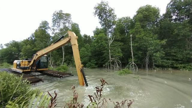 Dinas PU Turunkan Alat Berat Amfibi Tangani Daerah Rawan Banjir di Batam (36210)