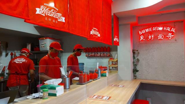 Menikmati Bakmi Ayam Halal ala Kedai Mi Mungil di Jalan Ciranjang (271013)