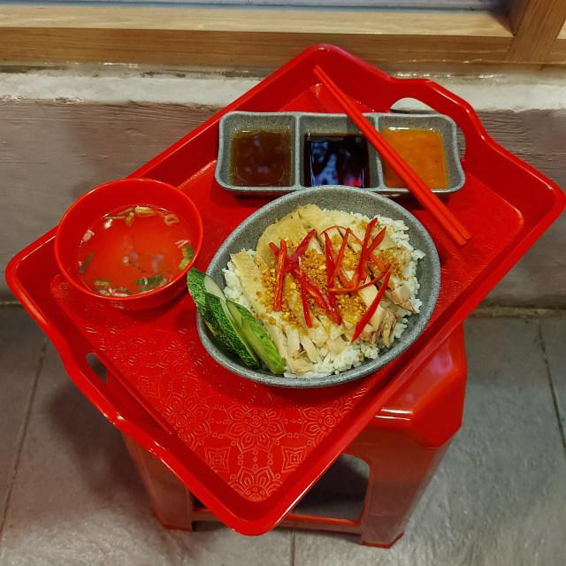 Menikmati Bakmi Ayam Halal ala Kedai Mi Mungil di Jalan Ciranjang (271017)
