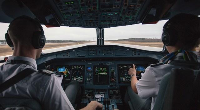 Kisah Pilot Selamat Setelah Tersedot Keluar Jendela Saat Pesawat Terbang Tinggi (631642)