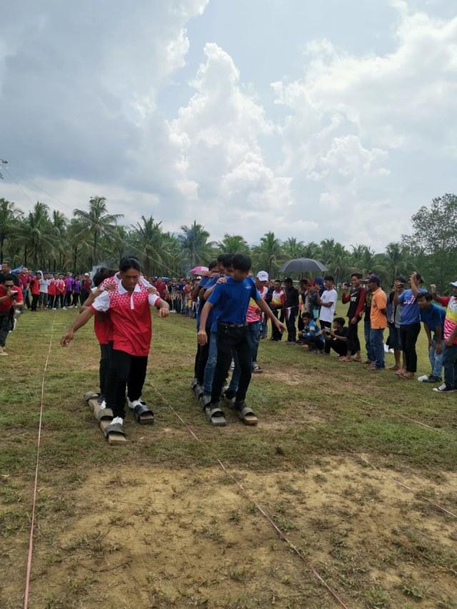 Diplomat Ladang: Menjelajahi Ladang Kelapa Sawit di Sarawak, Malaysia (118005)