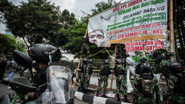Saling Singgung Pangdam Jaya vs FPI soal Baliho Habib Rizieq (242073)