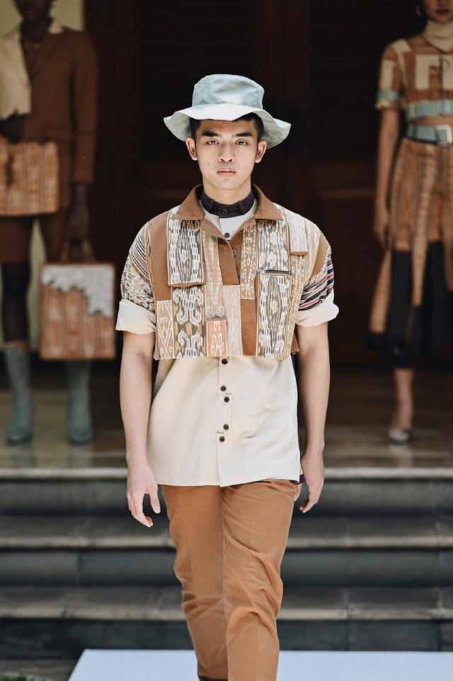 Angkat Tenun Kalimantan Jadi Street Wear, Desainer Muda Pontianak Raih Juara 3 (660242)