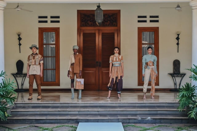 Angkat Tenun Kalimantan Jadi Street Wear, Desainer Muda Pontianak Raih Juara 3 (660243)