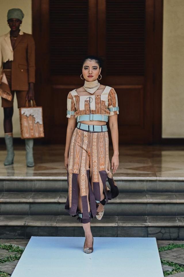 Angkat Tenun Kalimantan Jadi Street Wear, Desainer Muda Pontianak Raih Juara 3 (660244)