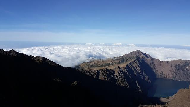 Mitos Keberadaan Naga di Kaki Gunung Rinjani (42548)