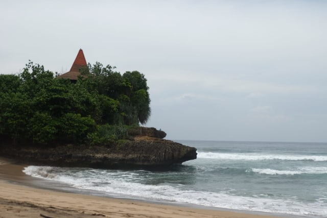 Pantai Taman Ayu, Pantai Kecil nan Rindang dengan Nuansa Privat di Malang (130940)