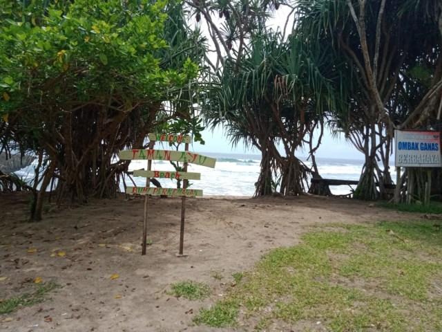 Pantai Taman Ayu, Pantai Kecil nan Rindang dengan Nuansa Privat di Malang (130941)