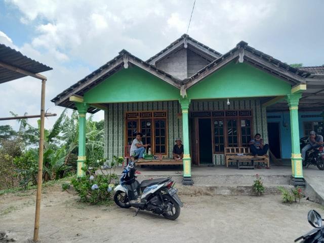 Sejumlah Warga di Desa Balerante Masih Bertahan di Rumah (33111)