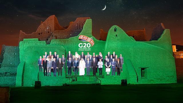 Raja Salman di KTT G20: Rakyat dan Ekonomi Masih Menderita Akibat COVID-19  (48751)