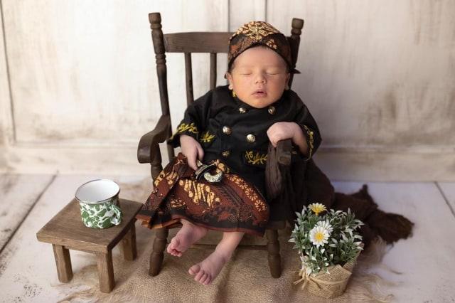 Andhika Pratama Bandingkan Fotonya saat Bayi dengan Baby Saka, Mirip Banget (121089)
