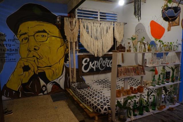 Studio Djajan Metro: Tempat Diskusi, Semangat Literasi, Juga Tempat untuk Pulang (120530)