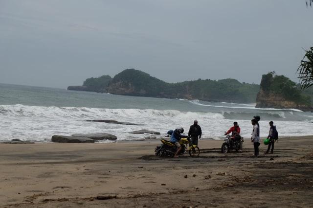 Isu Tsunami, Pantai Kangen di Malang Kembali Sepi (17592)