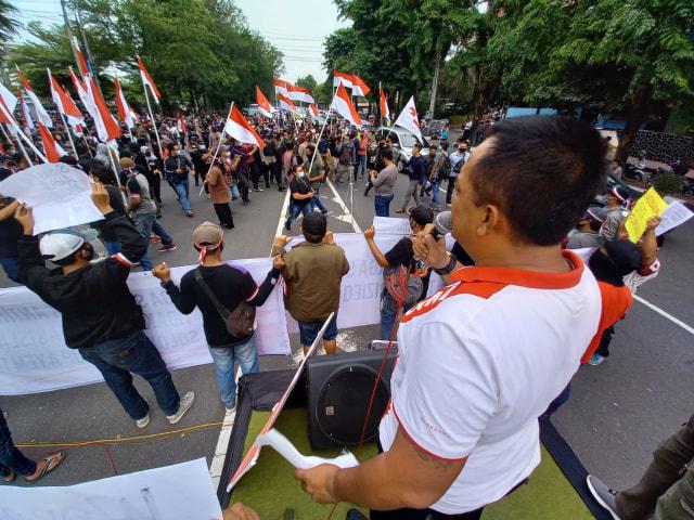 Aksi Penolakan Habib Rizieq di Kota Solo, Massa Dibubarkan Polresta Surakarta (49414)