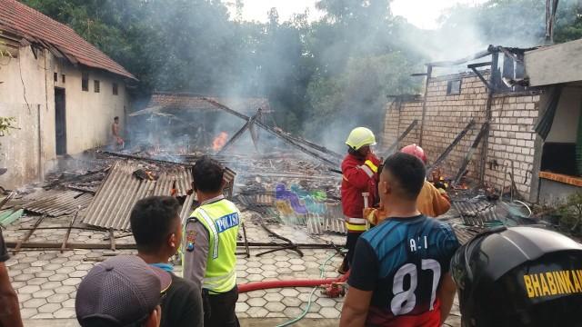 2 Rumah di Gayam Bojonegoro Terbakar, Diduga Akibat Korlsleting Listrik (43081)