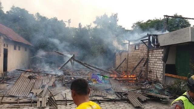 2 Rumah di Gayam Bojonegoro Terbakar, Diduga Akibat Korlsleting Listrik (43082)