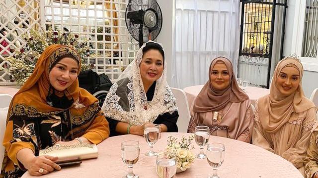 Momen Titiek Soeharto Kondangan ke Resepsi Pernikahan Putri Habib Rizieq (538422)