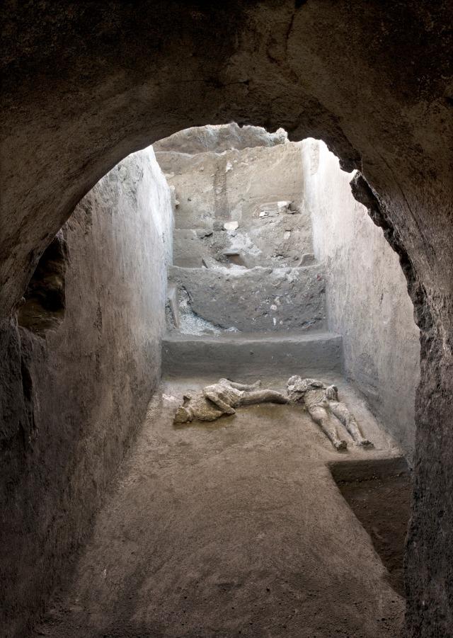 Ditemukan Jasad dari Tahun 79 Masehi Korban Letusan Gunung Kota Kuno  (419863)