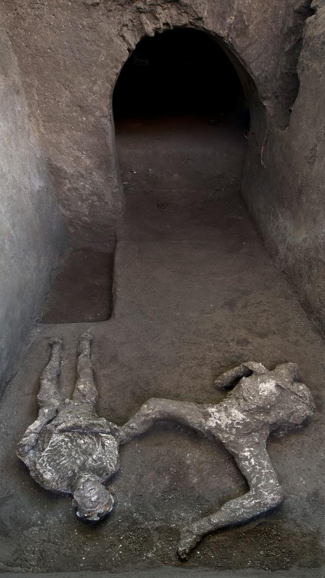 Foto: Sisa Mayat Letusan Gunung Vesuvius Ditemukan di Pompeii, Italia (401650)