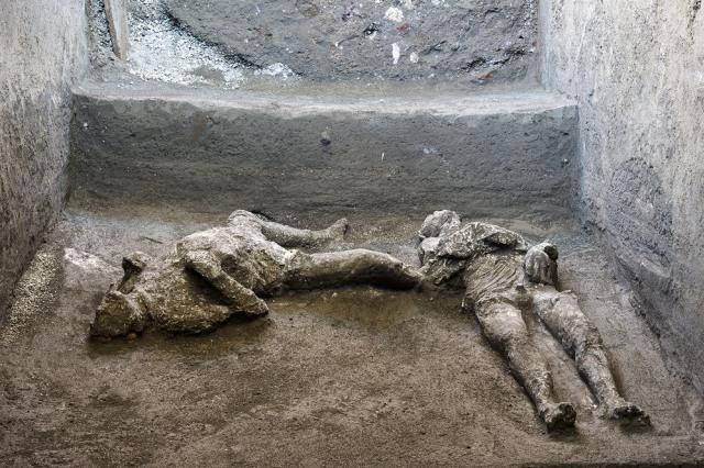 Ditemukan Jasad dari Tahun 79 Masehi Korban Letusan Gunung Kota Kuno  (419864)