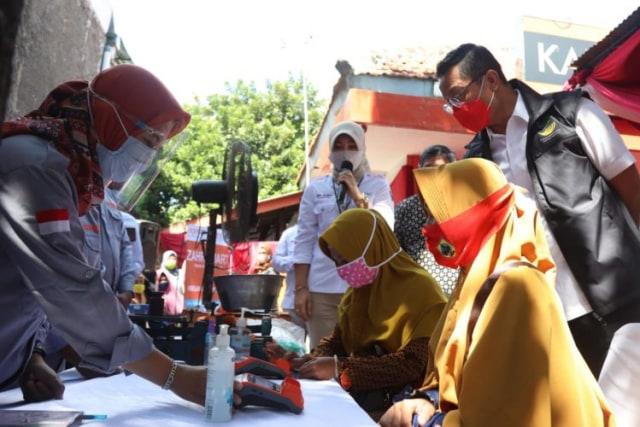 Durung Olih Bantuan Kon pada Teka Maring Balé Désa, Aja Malah Curhat nang Medsos (118949)