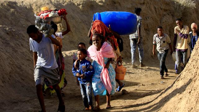 Foto: Perang di Tigray Berlanjut, Warga Ethiopia Selamatkan Diri ke Sudan (7455)