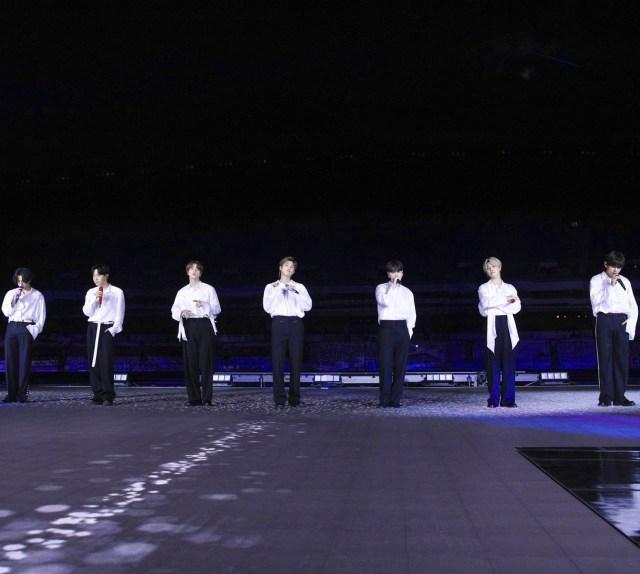 BTS Bawakan Life Goes On untuk Pertama Kalinya di American Music Awards 2020 (488255)