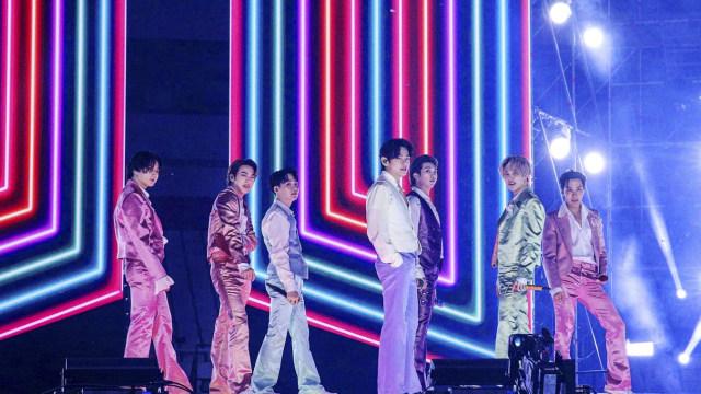 BTS Bawakan Life Goes On untuk Pertama Kalinya di American Music Awards 2020 (488256)