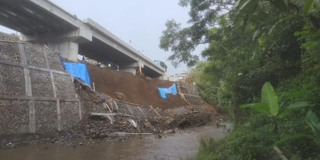 Plengsengan Jembatan Kedungkandang Ambrol, Begini Tanggapan Dinas PU Kota Malang (280442)