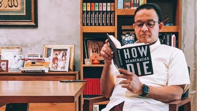 Pengamat: Lewat Buku How Democracies Die, Anies Sindir Mundurnya Demokrasi di RI (56311)