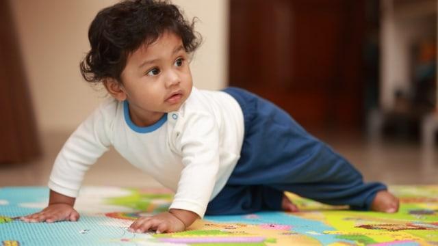 Bayi Merangkak Mundur, Apakah Orang Tua Perlu Khawatir? (338138)