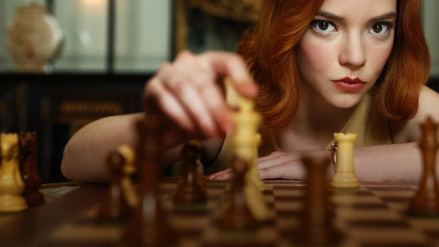 Nonton Movie The Queen's Gambit yang Bikin Orang Sedunia Demam Main Catur (384278)