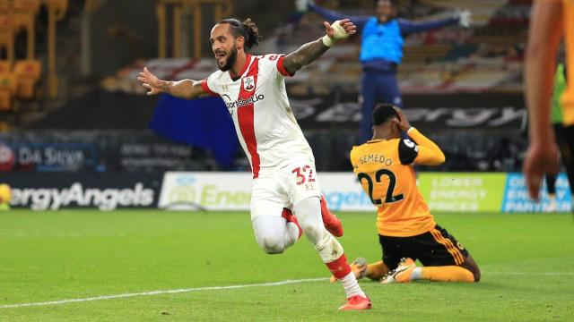 Cetak Gol Lagi buat Southampton, Theo Walcott Tersenyum Gembira (97522)