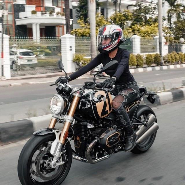 Harga dan Spesifikasi BMW R NineT Nikita Mirzani yang Jadi Perhatian  (107446)