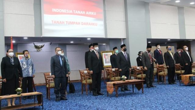 Anies Lantik 5 Anggota Komisi Informasi DKI Jakarta Periode 2020-2024  (56283)