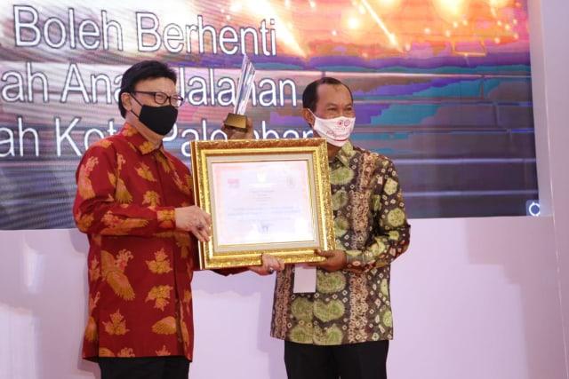 Pemkot Palembang Raih 2 Penghargaan Inovasi Layanan Publik (236838)