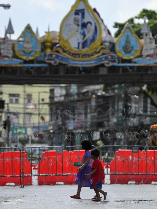 Foto: Polisi Thailand Pasang Peti Kemas dan Kawat Berduri untuk Hadapi Pendemo (14092)