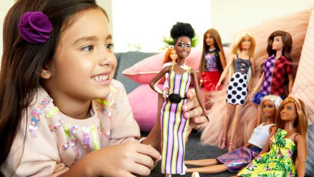Studi: Bermain Boneka Dapat Kembangkan Keterampilan Sosial dan Empati Anak (121200)