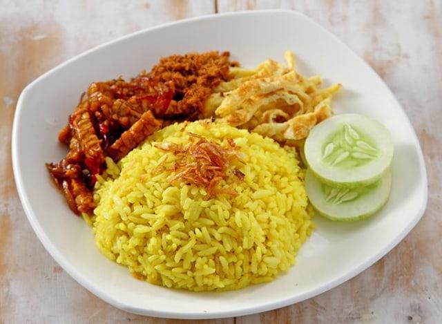 Resep Nasi Kuning Khas Indonesia Ini Gurih dan Lezat! (130382)
