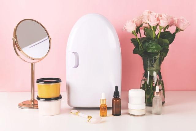 Manfaat Tak Terduga Menyimpan Produk Skin Care di Dalam Kulkas (317041)