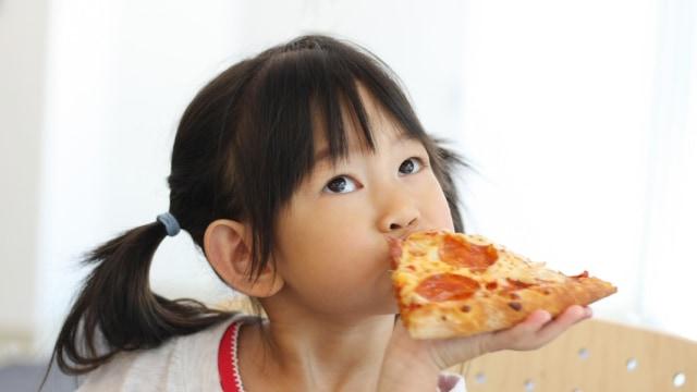 Anak Suka Makan Pizza, Sehat Enggak Ya? (131406)