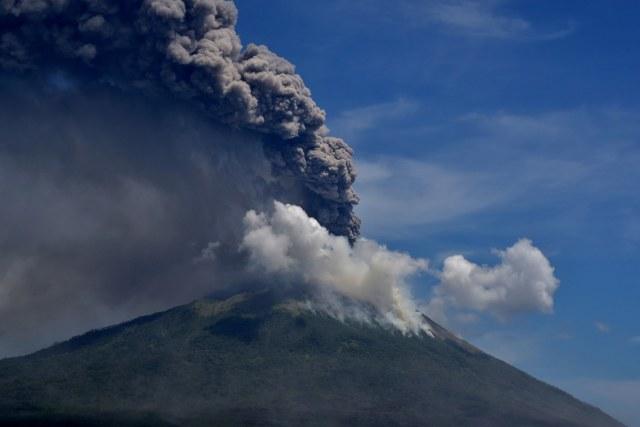 Mendalami Ungkapan Erupsi Gunung Semeru Sebagai Akhir Dari Pagebluk Kumparan Com