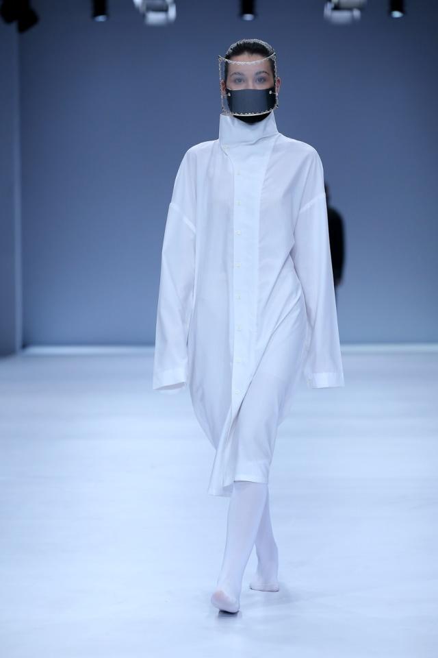 25 Tahun Berkarya, Rinaldy Tampilkan Masker & Face Shield Futuristik di JFW 2021 (24)