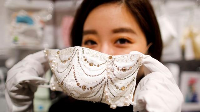 Viral Tampilan Masker Bertabur Berlian dari Jepang yang Dijual Rp 136 Jutaan (16990)