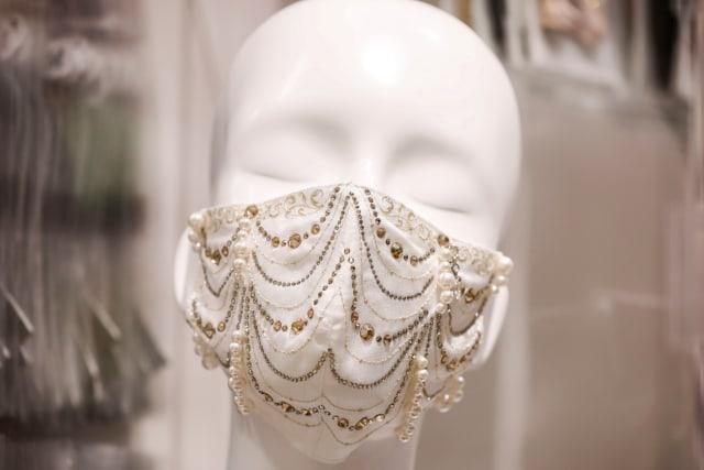 Viral Tampilan Masker Bertabur Berlian dari Jepang yang Dijual Rp 136 Jutaan (16991)